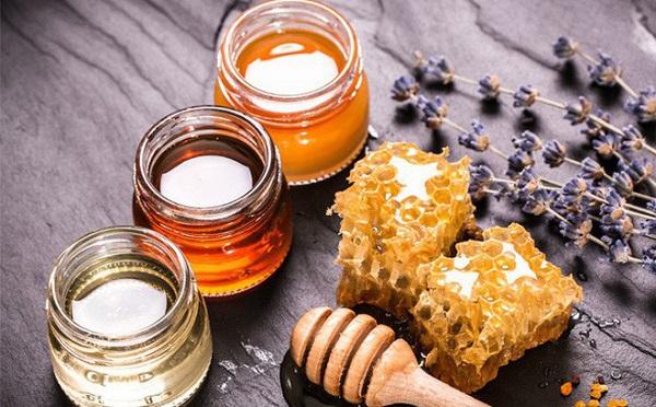 Cách làm se khít lỗ chân lông mặt tại nhà bằng mật ong 1